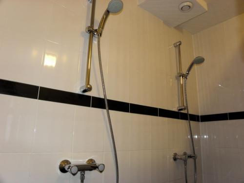 appartement-plombieres-badkamer
