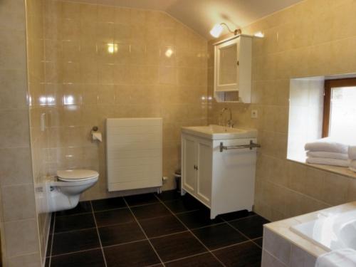 appartement-aillevillers-badkamer