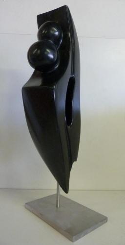 Beeld van Zwarte Indiaas Speksteen op een RVS sokkel