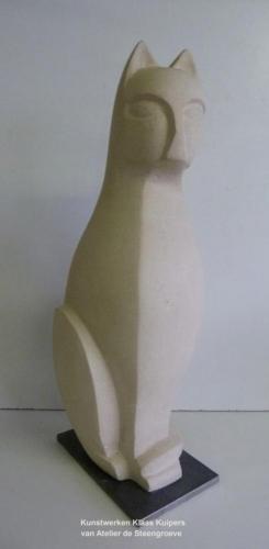 Beeld van Frans Kalksteen ( Savonniere ) op een Corten stalen sokkel