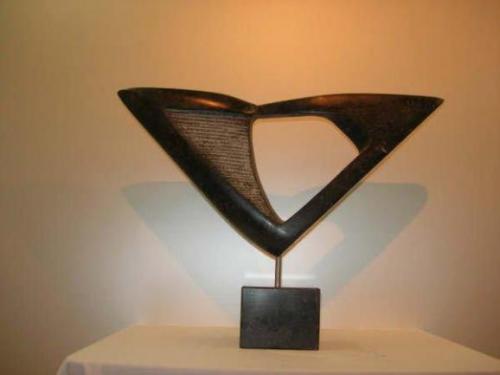 2007 Disfigure, Kunstwerk van Belgisch hardsteen op hardstenen sokkel